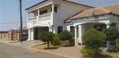 4 BEDROOMS HOUSE FOR SALE ATTERIDGEVILLE R980 000.00 CALL SOPHY FOR MORE INFO @ 076 081 3571