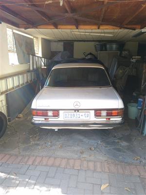 230e 1984 Mercedes