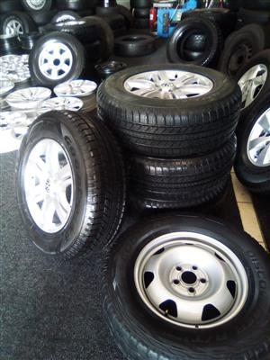 17 inch Vw Amarok mags n a spare steel rim with brand new 265/65/17 Goodyear rangler H/P for R15000.