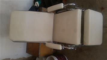 Selling Massage bed and Chairs etc very good condition