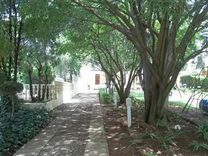 12 Bedroom House/Guesthouse For Sale