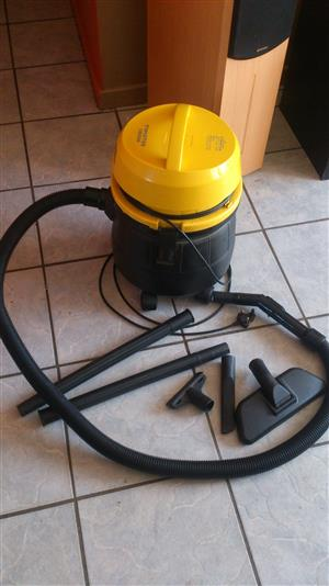 CONTI TWISTER 1800 WATT VACUUM CLEANER