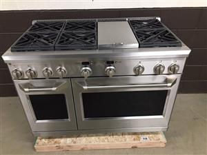 Brand New stove with 6 burners + griddle