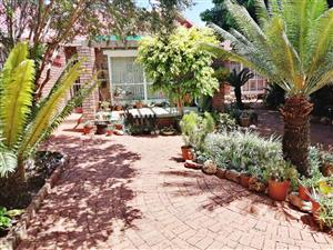 STUNNING & SPACIOUS 3 BEDROOM TOWNHOUSE