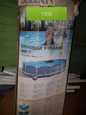 Prism frame swembad