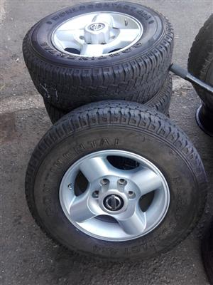 Nissan Hard body original Alloy mags size 16 aset still in good condition