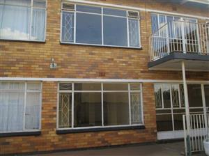 AVAILABLE 1st AUGUST! 2Bed, 1Bath Top Floor Flat To Let In Mia Court, Vereeniging!