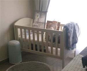 White wood cot for sale (Solid wood)