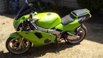 1996 Kawasaki ZX4-R