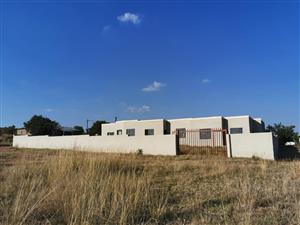 6 Roomed accommodation building for sale