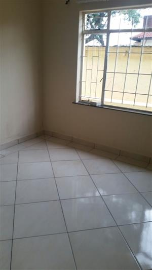 Big bedroom with bathroom to let in Orange grove