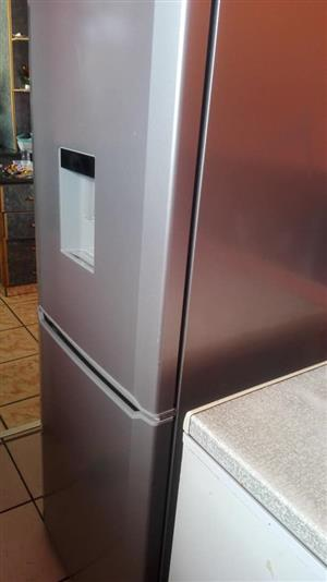Defy fridge in excellent condition 323 litres