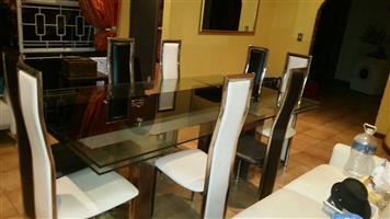 DININGROOM TABLE GLASS AND CHROME