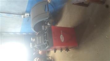 Tyre changer & Wheel balancing machine