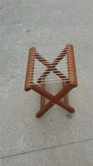 Stool in hardwood and cord Fold up