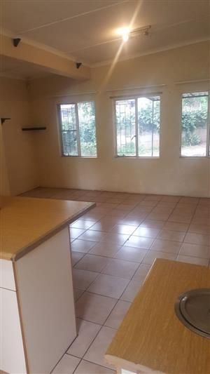 2 bedroom,bathroom, kitchen, lounge, garage and laundry room