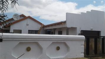 3 bedroom house for rent in Vosloorus ext 6, R4500 pm, available 30 Sept 2019