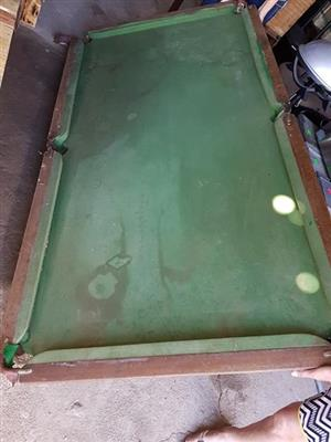 Old damaged pool table for sale