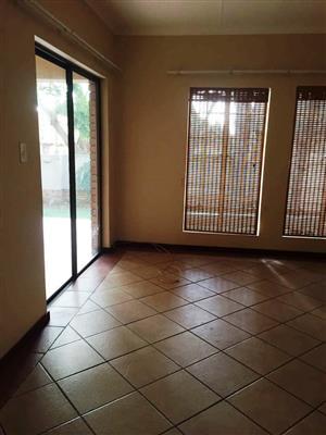 3 Bedroom Townhouse To Let in carob Tree, Moreleta Park
