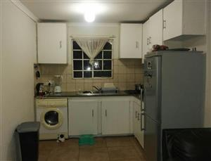 (1.5) Bedroom Flat with a big sitting area and open kitchen to rent in Bloubosrand (Four ways) 6 Min for young couple