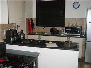 ANNLIN I Bed with small garden. Very neat - Popular safe Complex - close to all amenities