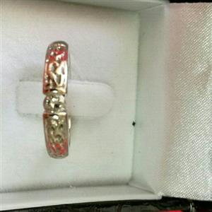 18ct W/Gold diamond ring