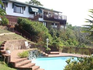 PERFECT POSITION SEA & RIVER VIEWS 1 KM PADDLE TO BEACH 4 BEDROOM HOUSE & FLAT R1,600,000 UMTENTWENI