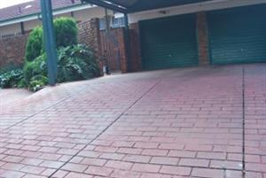 Home Featuring best of Both Worlds (Large House, Large Garden)Hennops Park Centurion