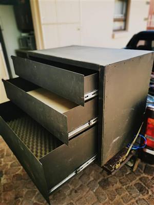 Steel cupboard, 3 drawer