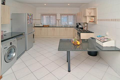 2 Bedroom Apartment For Sale in Hurlyvale, Edenvale