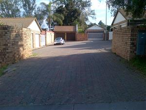 2 bedroom 1 bathroom townhouse unit safe & secure Meadway Mews Kelvin Boomed complex and boomed area