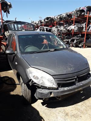 Renault Sandero 1.4  - 2011 - Stripping for spares