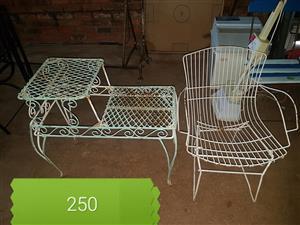 Staal tuin stoel en telefoon tafel