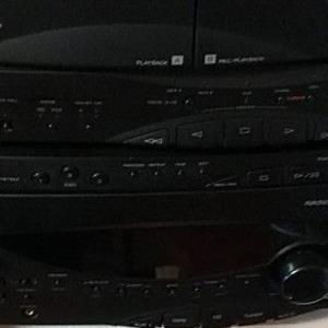 Yamaha sound system 3cd changer built in amp double cassette player powerful 2 pieces