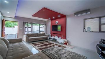 Charming 3 bedroom house in complex with security electric fencng