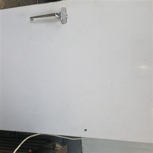 Genaral Electric Fridge Freezer 220l working good I stay close to Jacaranda Mall Gezina