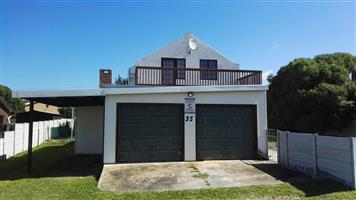 Kleinbaai - Neat 4 bedroom home near the ocean