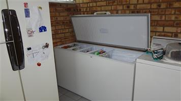 Defy 481 L Chest Freezer White in very good condition