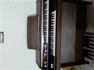 Electric Yamaha Organ
