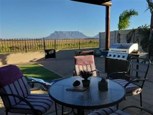 UNINTERRUPTED STUNNING VIEW OF TABLE MOUNTAIN AND UNBELIEVABLE BEAUTIFUL SUNSETS!