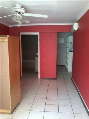 Bachelor Apartment Flat in Moot Area. Water & Lights included