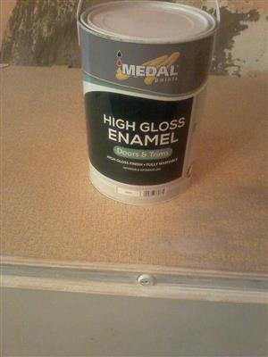Enamel white paint.