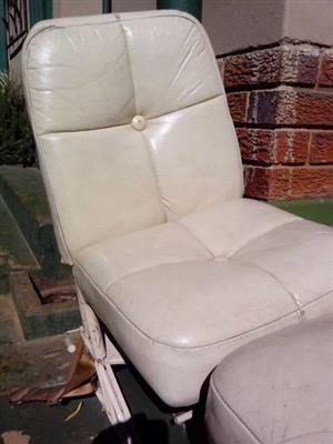 Pilot seats ( LearJet 24 D )
