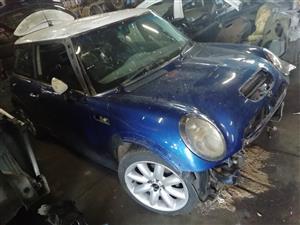 mini w11 r53 now stripping