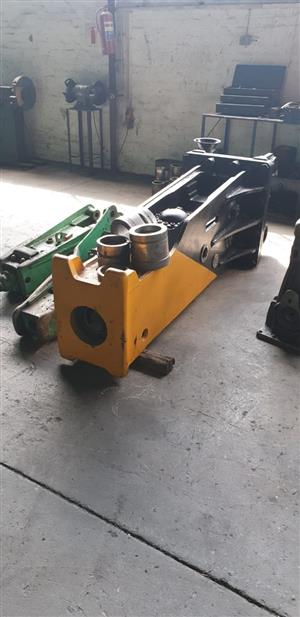 Hydraulic hammer rock breaker