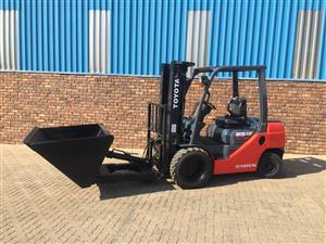 Toyota 8series 2.5ton Dirker bucket rough terrain forklift for sale