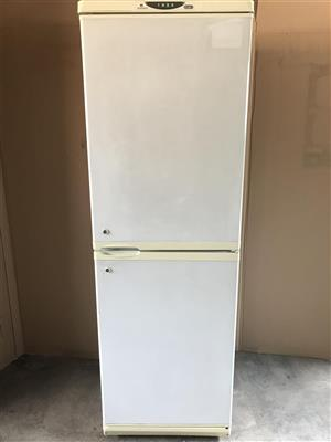 Defy AutoDefrost 361 liter fridge
