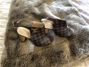 Lv Genuine leather shoe size 3or 4