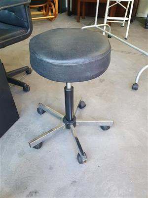 Round leather top office chair
