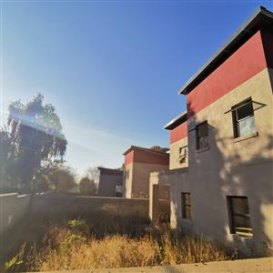 8 Dyas To Auction: Lynnwood - Block Of 4 New Homes, Finishes Required, Developer's Dream